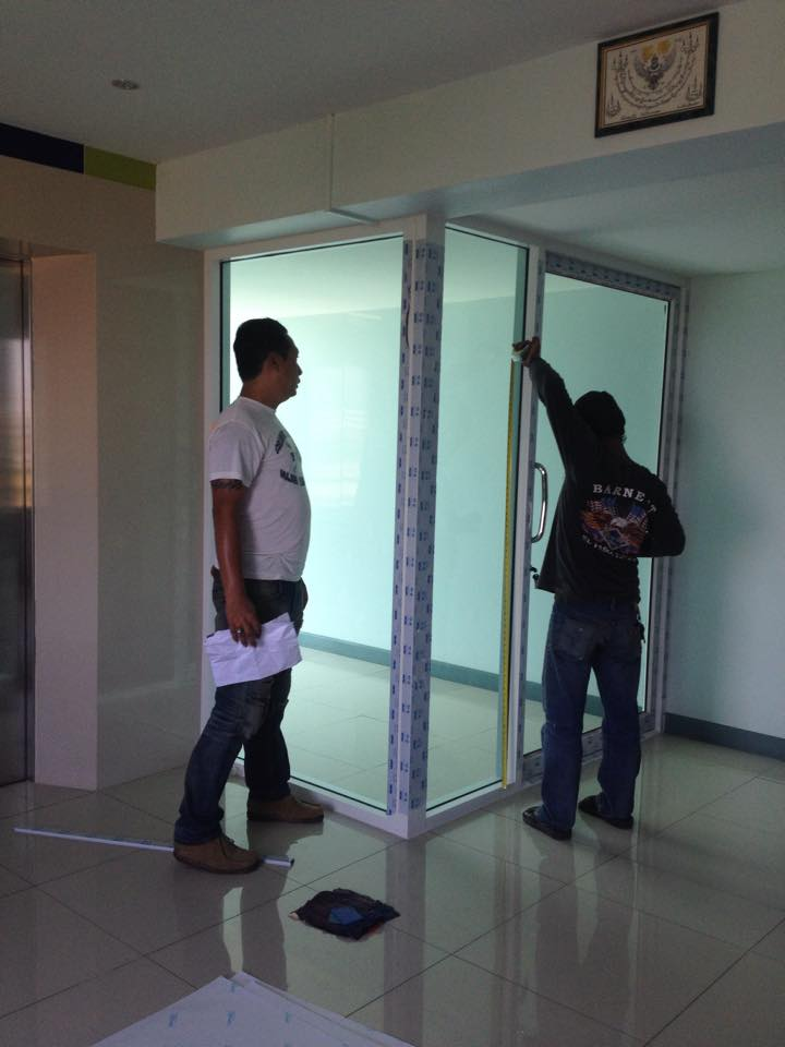 กั้นห้องเก็บของกระจกอลูมิเนียม