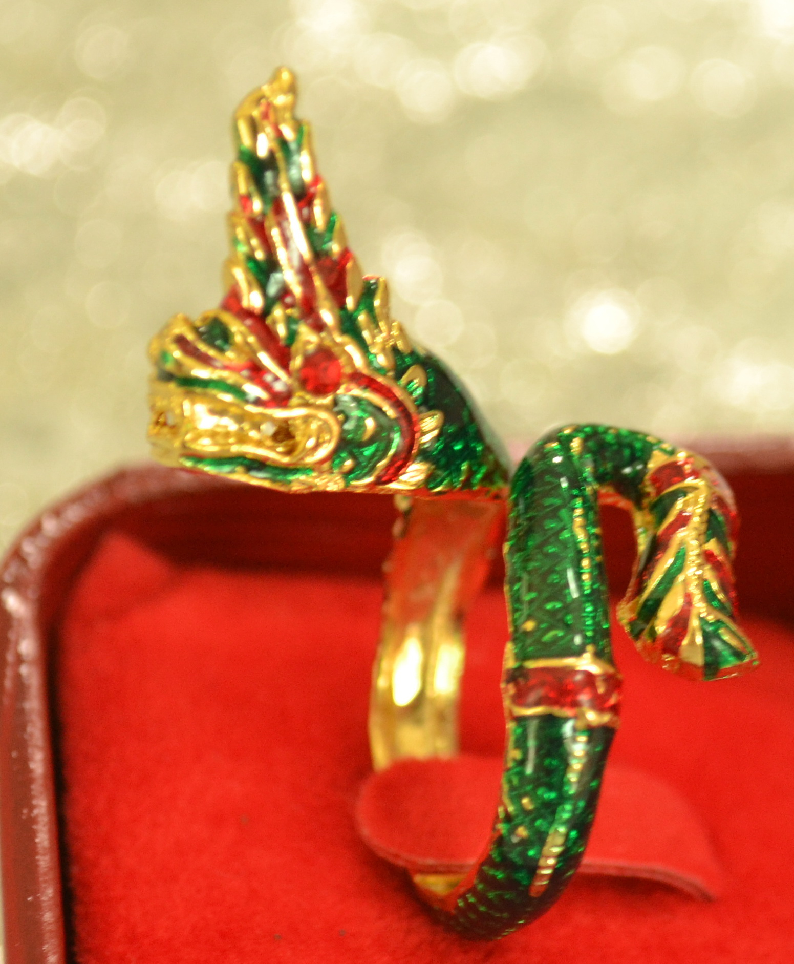 แหวนพญานาคตวัดปลายหาง  สีเขียว